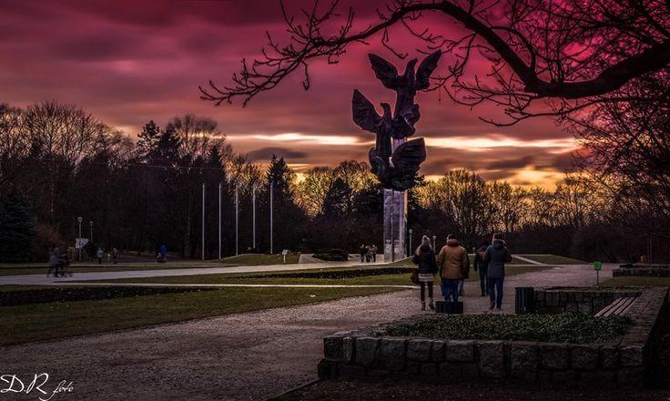 Jasne Błonia - pomnik Trzy Orły