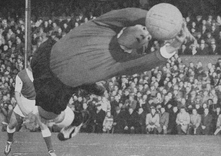 6th September 1958. Fulham goalkeeper Tony Macedo in action against Ipswich Town, at Craven Cottage.