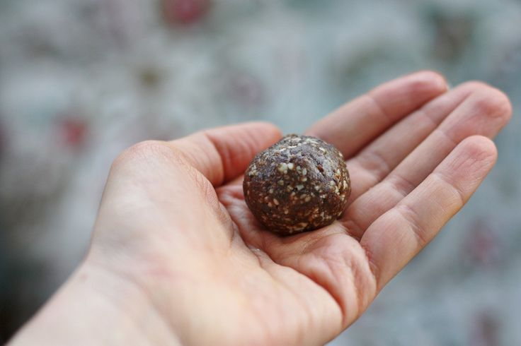 Raisin Almond Balls with Blackstrap Molasses: High Raw, Vegan Snacking with an Iron Boost