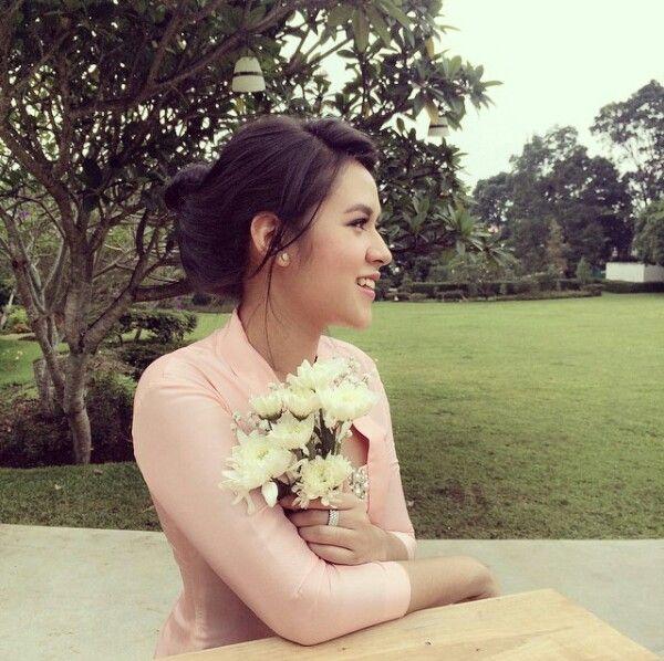 A beautiful singer in indonesia ... ( raisa andriana , yeay)