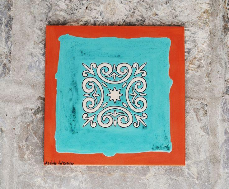 Azulejo de 30x30cm pintado en cuerda seca.