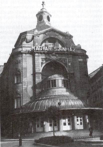 A Magyar Színház (később a Nemzeti Színháznak helyet adó) épülete 1914-ből.
