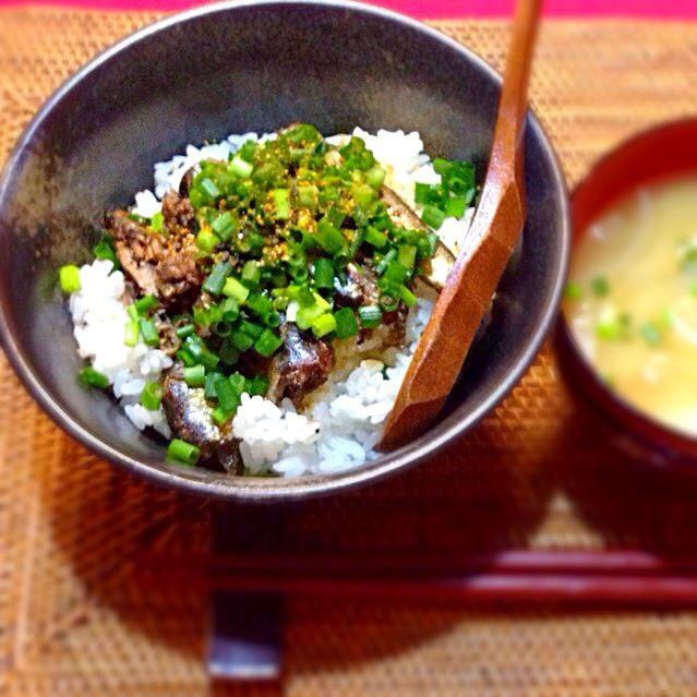 2013.11.17(火) ⚫️オイルサーディン丼(大スキな森瑶子さんのレシピです)♡ ⚫️ジャガイモ&タマネギの味噌汁 - 6件のもぐもぐ - オイルサーディン丼 by kei