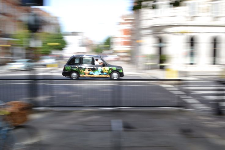 Panning effect photography - London taxi, Sloane Square