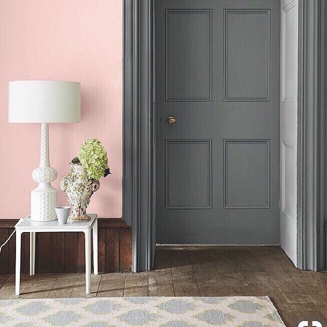 Look how this simple white lamp comes to life against the contrasting pink walls and deep grey woodwork  #pinkandgrey #allthewhites #lumisonlighting #brightideas  via Pinterest