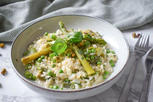 Vegan risotto recipe with asparagus and peas
