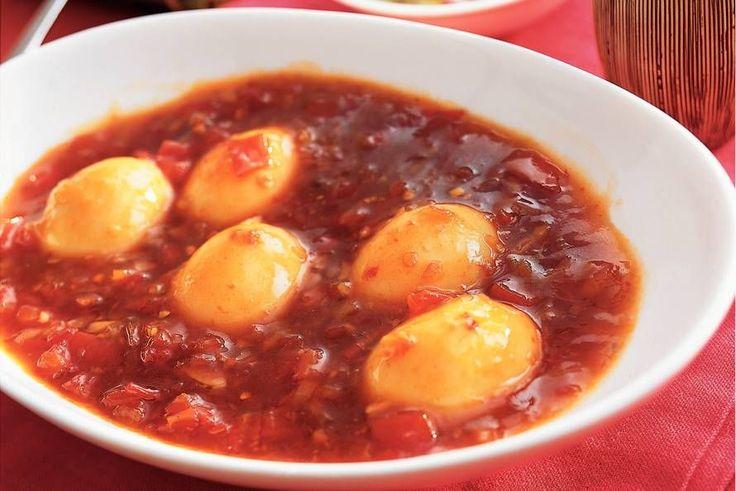 Kijk wat een lekker recept ik heb gevonden op Allerhande! Telor boemboe bali - gekookte eieren in chilisaus