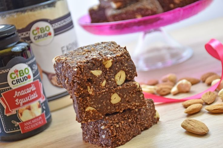 I brownies senza cottura sono dei dolcetti che non vengono cotti in forno e si preparano in pochissimo tempo. Ecco la ricetta