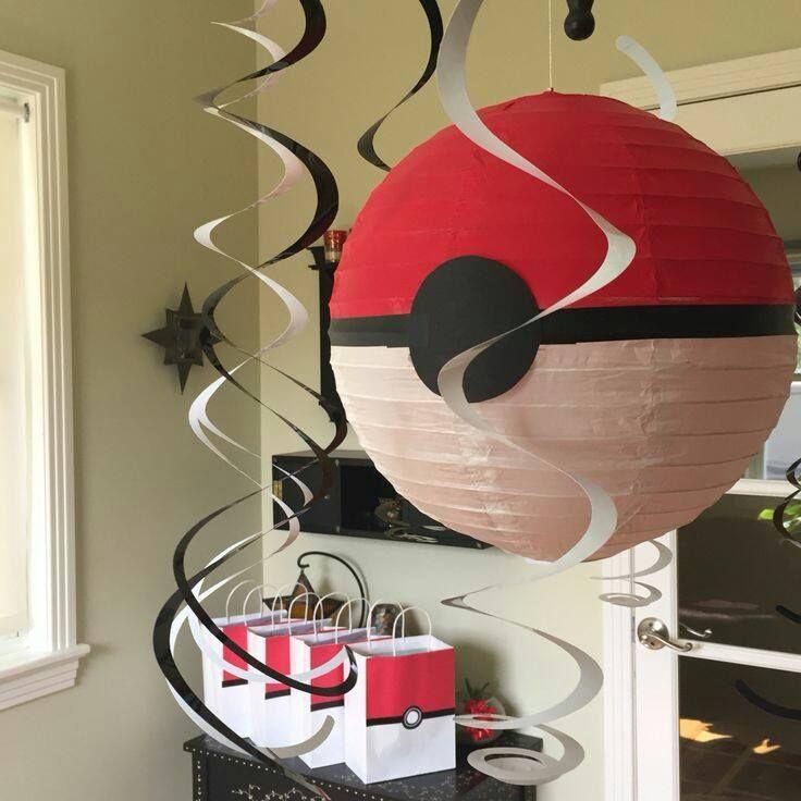 Pokebolas con lámparas de papel para cumpleaños Pokemon - http://xn--manualidadesparacumpleaos-voc.com/pokebolas-con-lamparas-de-papel-para-cumpleanos-pokemon/
