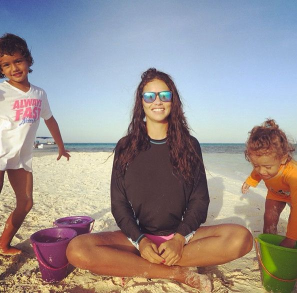 Beach day with Adriana Lima and her children