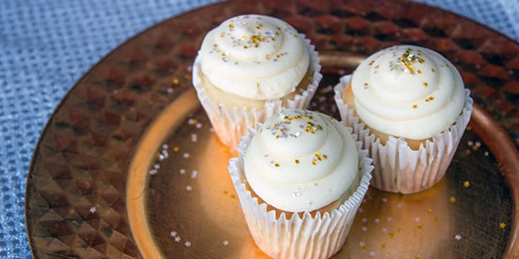 These are Champagne cupcakes - 10 Mouthwatering Desserts To Make with Leftover Wine