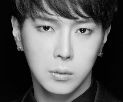 Name (Real Name):Young Won (Choi Young Won)Hangul:영원Position:N/ABirthday (Y.M.D):88.05.12Nationality:KoreanHeight:180cm (5ft 10in)Weight:61kg (134 lbs)Blood Type:BSub-Unit:Jade5