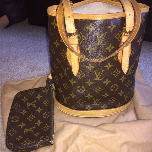 Petit LOUIS VUITTON bucket bag This authentic LOUIS bag is in excellent condition with a makeup bag attachment. I will sell much cheaper on Ⓜ️erc Louis Vuitton Bags