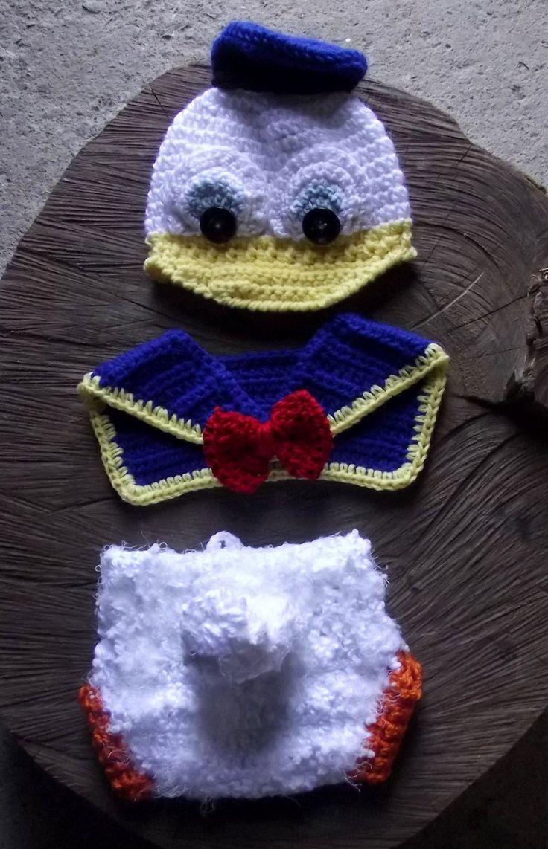 conjunto confeccionado em crochê <br>gorro, calcinha e gola <br>cor - branco/ azul/laranja <br>tamanhos RN / 1 a 3 / 3 a 6 meses