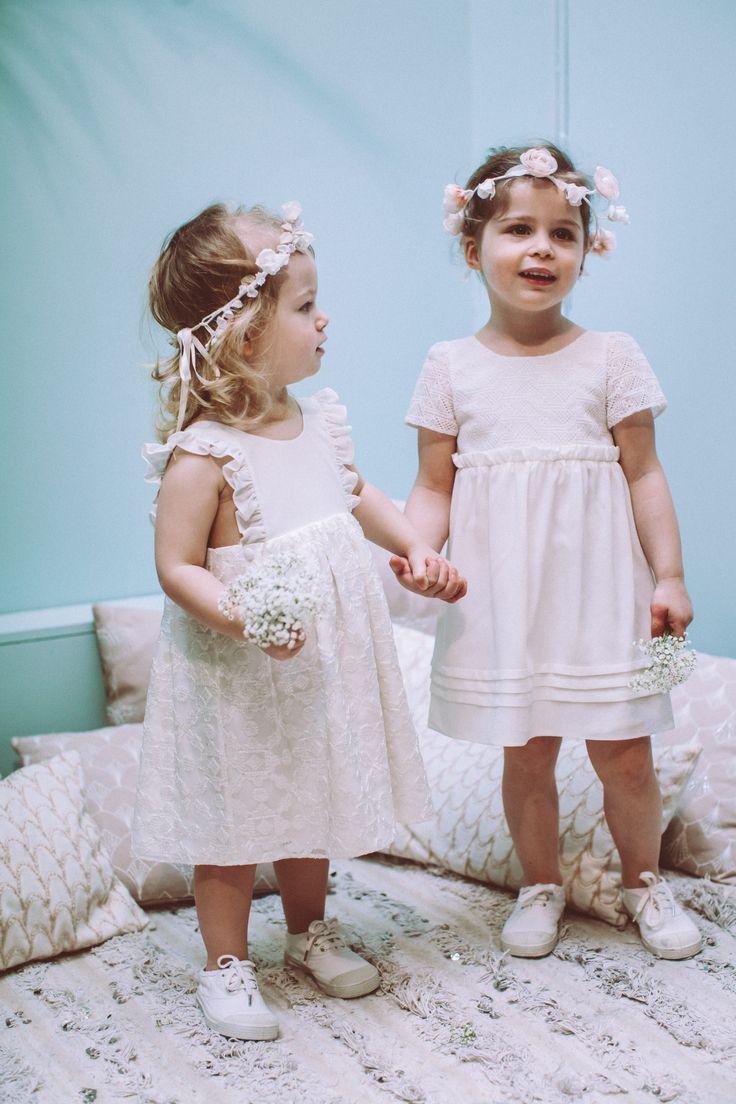 Dentelles de Calais, volants en crêpe de soie et mousselines brodées riment désormais avec culottes courtes ! Lorafolk propose deux modèles enfant, Ninon et Jeanette qui signent le début de Babyfolk, sa ligne de robes de cortège pour petites filles de 2 à 8 ans.