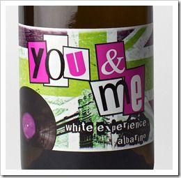 """Pero lo más llamativo de este vino, además de su sabor, es su diseño. Se presenta como """"The White Experience"""", con una etiqueta que recuerda a la archiconocida enseña de los Sex Pistols, de vivos colores."""