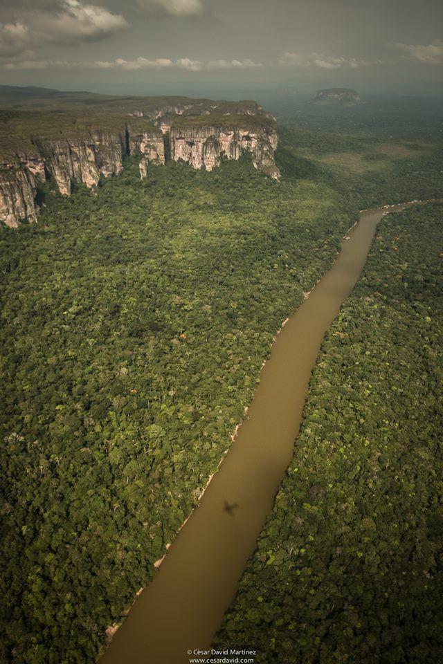 Sobrevuelo sobre el río Cuñaré, Colombia