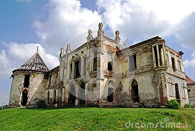 The ruin of the Baroque Bontida castle in Transylvania, near Cluj/Kolozsvar, Romania. The castle was built by the Banffy family. n