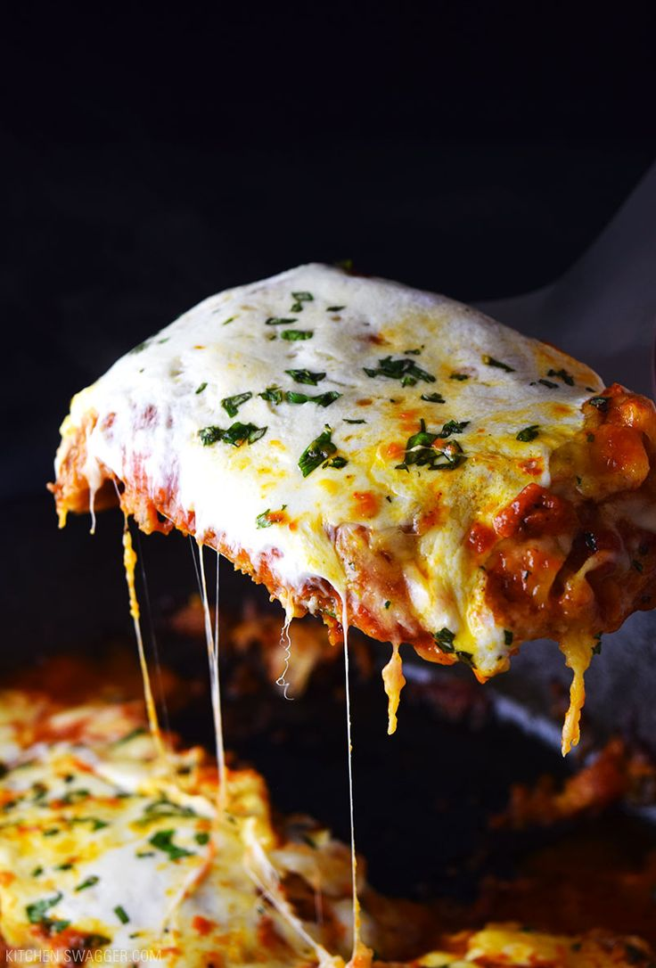 Delicious chicken parmesan recipe made with fresh mozzarella cheese and crisped/baked in a single cast iron skillet.