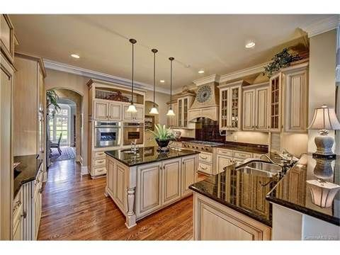 View This Great Traditional Kitchen With Stone Tile U0026 Glass Panel In  Mooresville, NC. Discover U0026 Browse Thousands Of Other Home Design Ideas On  Zillow Digs.