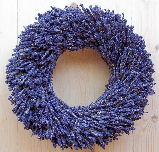 Link for a Christmas Wreath Tutorial ~ great ideas, including this Lavender wreath!