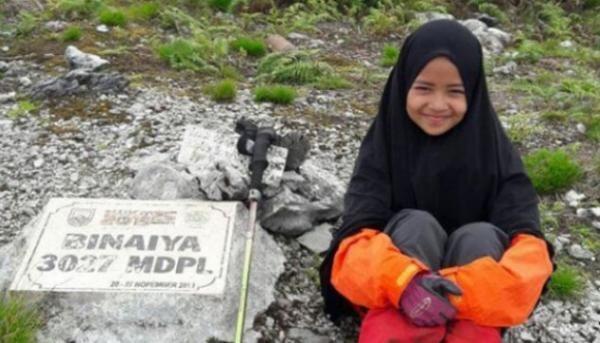 Dalam Rentang 3 Tahun Gadis Kecil Ini Taklukkan 6 Puncak Gunung di Indonesia
