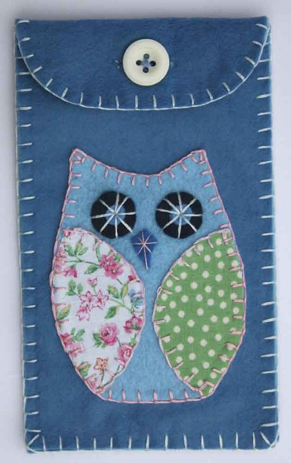Owl felt gadget / phone case Free shipping by PuffinPatchwork, $15.00