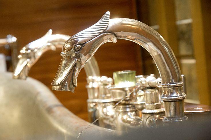 Détails - Domaine des Etangs #bathroom #cottage #farm #silver