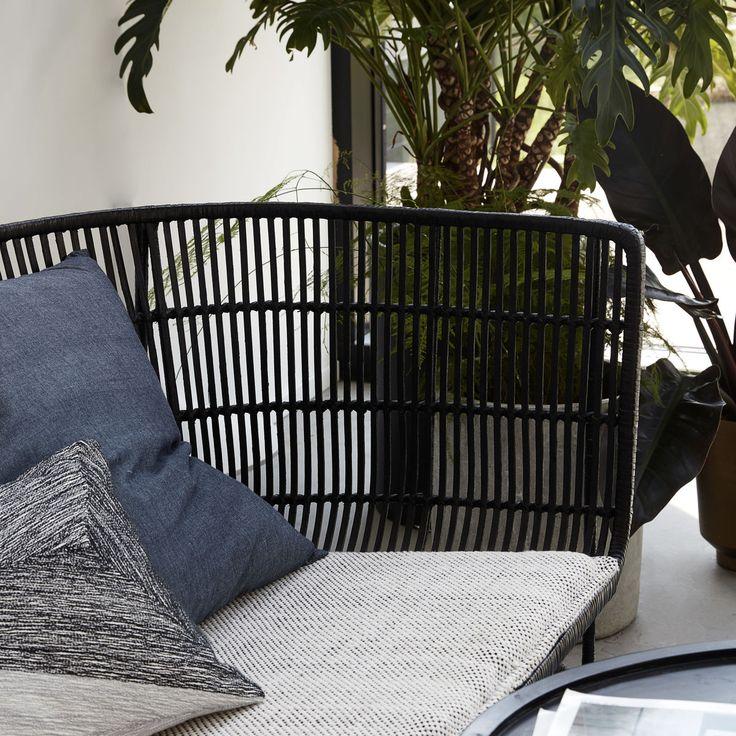 Coon sofa sort House Doctor i høj kvalitet med unikt design. Hurtig leveringstid. 14 dages fuld returret. På lager. Fri fragt ved køb over 499,-