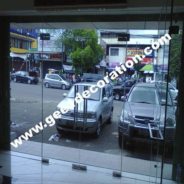Kontak : 085811430611-081281140189 WA : 087878535337 PIN BB : C0013FA79 https://gee1decoration.wordpress.com/partisi-kaca-frameless-tempered/
