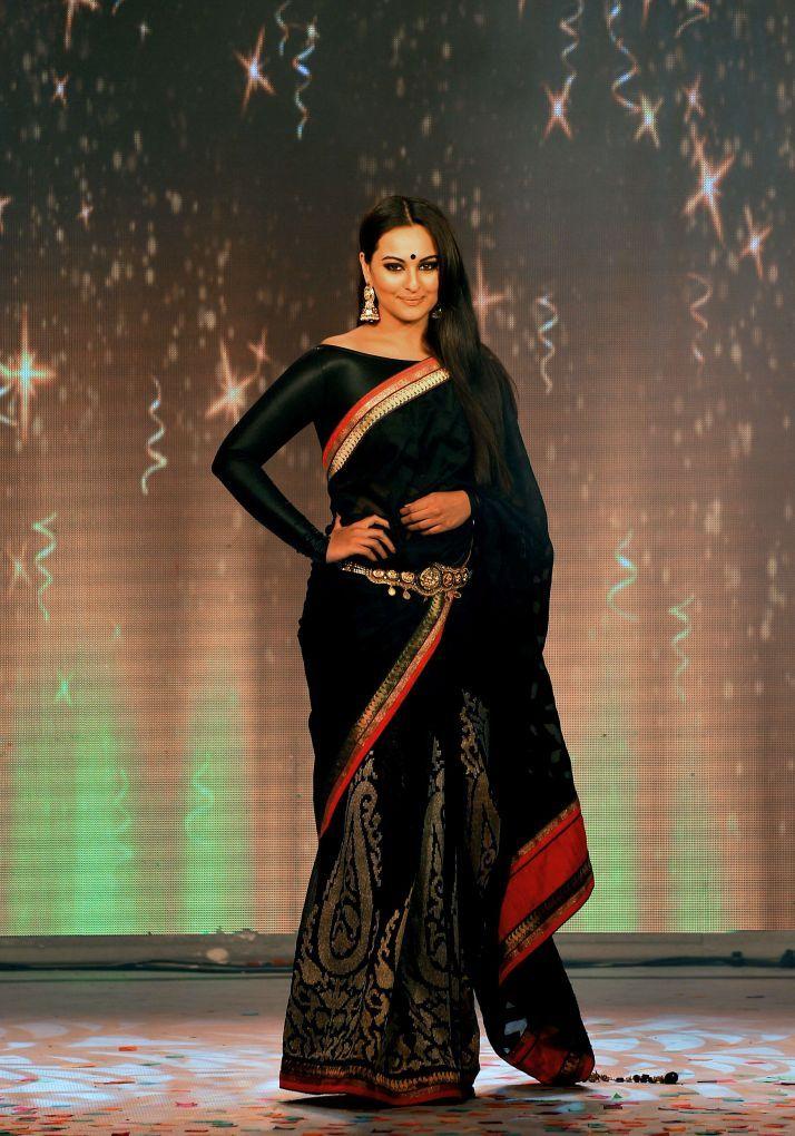 India Bridal Fashion Week (IBFW) began in New Delhi with designer JJ Valaya showcasing wedding sarees and bridal lehengas.