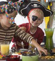 Aktiviteter og lege - sørøverfest - Dansukker  http://www.dansukker.dk/dk/inspiration/bornefodselsdag/soeroeverfest/aktiviteter-og-lege.aspx #leg #fest #børn #sørøver #pirat #sjov #inspiration #pynt
