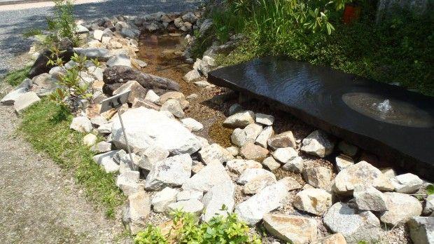 水の流れる庭 石の庭 ロックガーデン