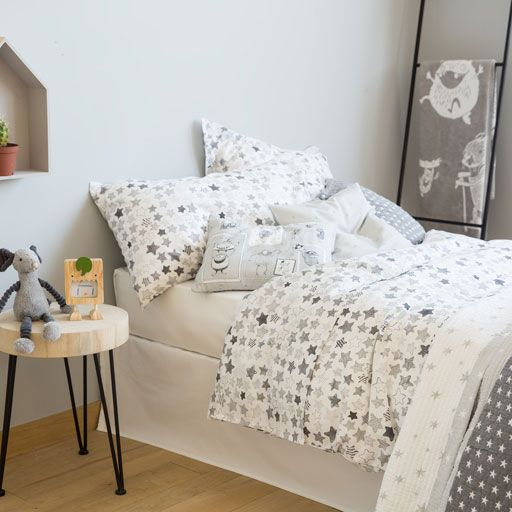 Gray Stars Bedding