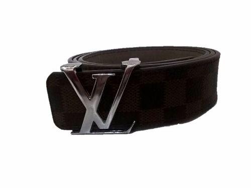 Cinturon Cinto Importado Louis Vuitton  Largo total: 110 cm Ancho: 3,5 cm Color: Marron con cuadros Hebilla: Plateada
