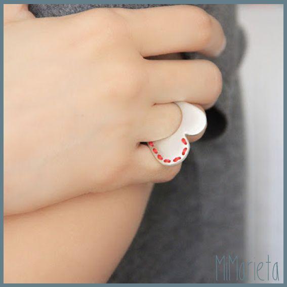 """Anillo """"Cósete el corazón"""" http://www.mimarieta.com/producto/anillo-cosete-el-corazon/"""