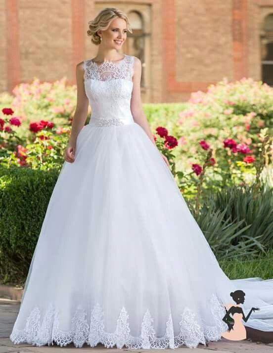 Vestido de noiva em corte princesa e decota ilusão