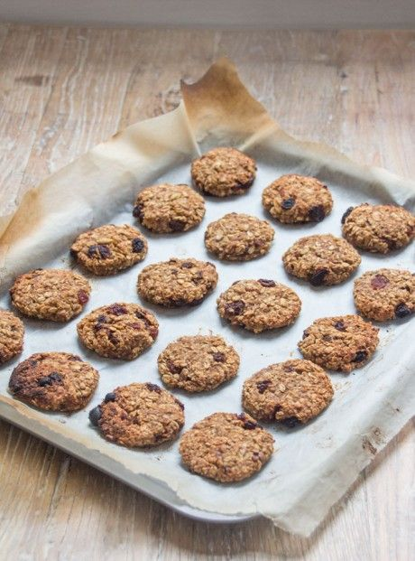 Chewy Sultana Cookies | Deliciously Ella