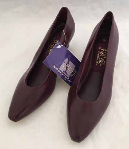 Ashley Taylor with comfort in mind Size 5M Mauve Slip On