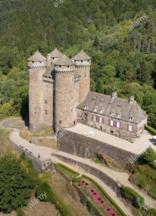 Schloss Zum Verkauf In Frankreich In Der Nahe Von Paris Haute Vienne Schones Anwesen Von 6 5 Hektar Small Castles Chateau Fort Castle House