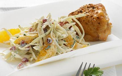 Kylling og kålsalat med granatæblekerner