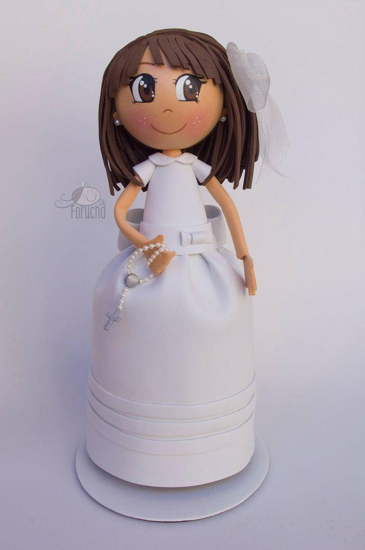 Fofucha personalizada con vesitdo de comunion de niña en goma eva.