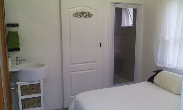 Lime Light Self-Catering Garden Unit for up to 2 people in Durbanville, Cape Town. Rates from R500 per night.