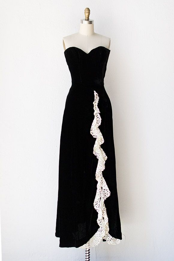 Vintage 1940s black velvet gown with lace