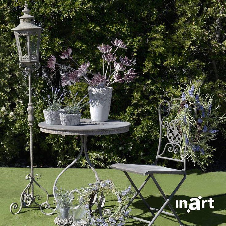 Μια μικρή καθημερινή ιστορία ξεγνοιασιάς ξεκινά στο γραφικό τραπεζάκι με τα περήφανα ανθάκια, στην καρέκλα με τις ρομαντικές λεπτομέρειες και στο κομψό φανάρι που μοιάζει βγαλμένο από άλλη εποχή. Start #inartLiving at www.inart.com