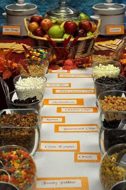 Candy Apple Bar. I like this idea of the guests making their own candy apples to take home. Great for a fall | http://awesome-i-love-colorful-candies.blogspot.com