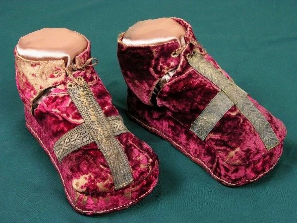 Ceremonial shoes prepared for coronation of 10 years old Sigismund Augustus by Anonymous from Kraków, 1530, Zamek Królewski na Wawelu, low-cut shoes on a platform, with the broadened fore part on a cork platform and covered with red velvet were decorated with a cross of gold lace