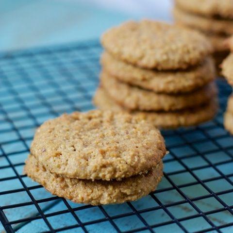 Low Fodmap havermout koekjes recept  Een soort van Digestive koekjes, maar dan anders ;) Je mist de tarwe niet eens, zo lekker!  http://happyfodmapfoodie.wordpress.com/recepten/cakes-en-koekjes/een-soort-van-digestive-koekjes/