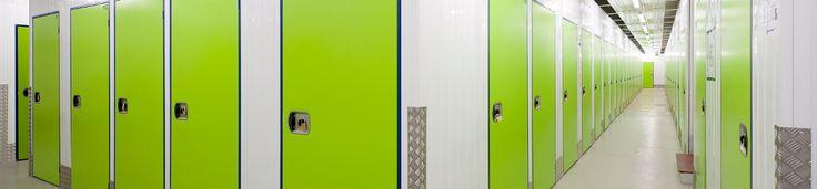 Kurzfristig Möbel einlagern bei Umzug und zu kleiner Wohnung. Hausrat und Kartons kostengünstig lagern. Zum Unterstellen von Möbeln einen Lagerraum mieten.
