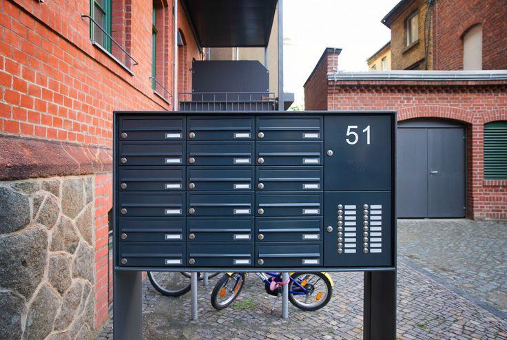Freistehende Briefkastenanlage. Planung-Fertigung-Montage alles aus einer Hand.